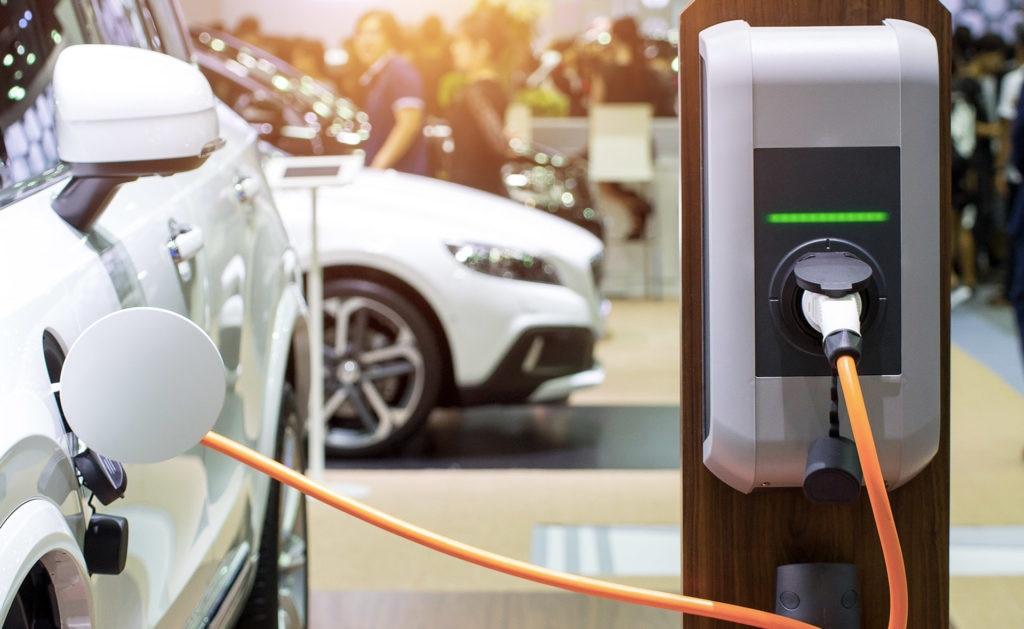 coche-Electrico-hibrido-prestamo-verde-sostenibilidad-BBVA