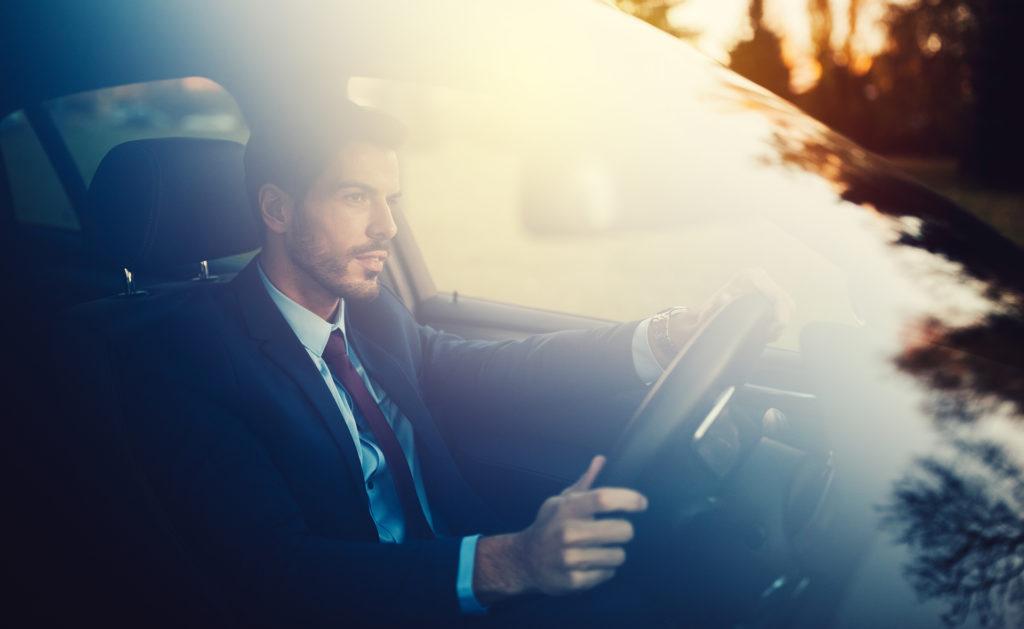 BBVA-Uber-transporte- conductor-hombre-coche