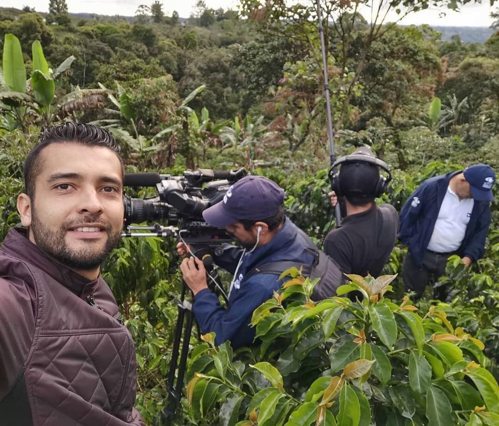 David Meneses en la grabacion de Titanes caracol