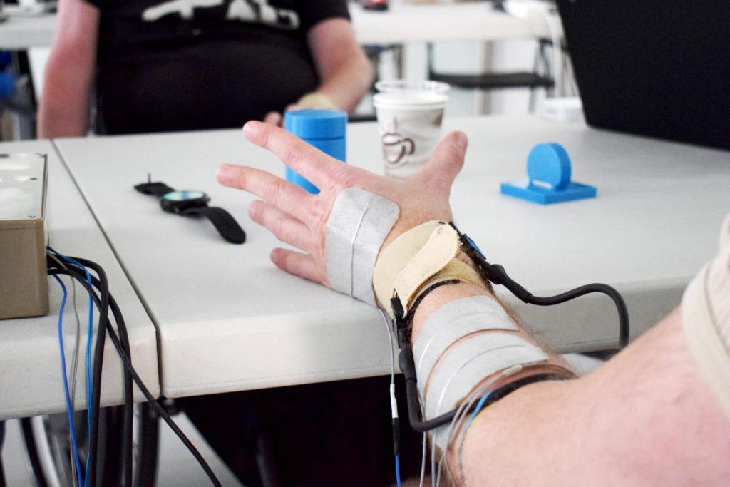 bbva-interfaces-bit-brain-mano-innovación-salud