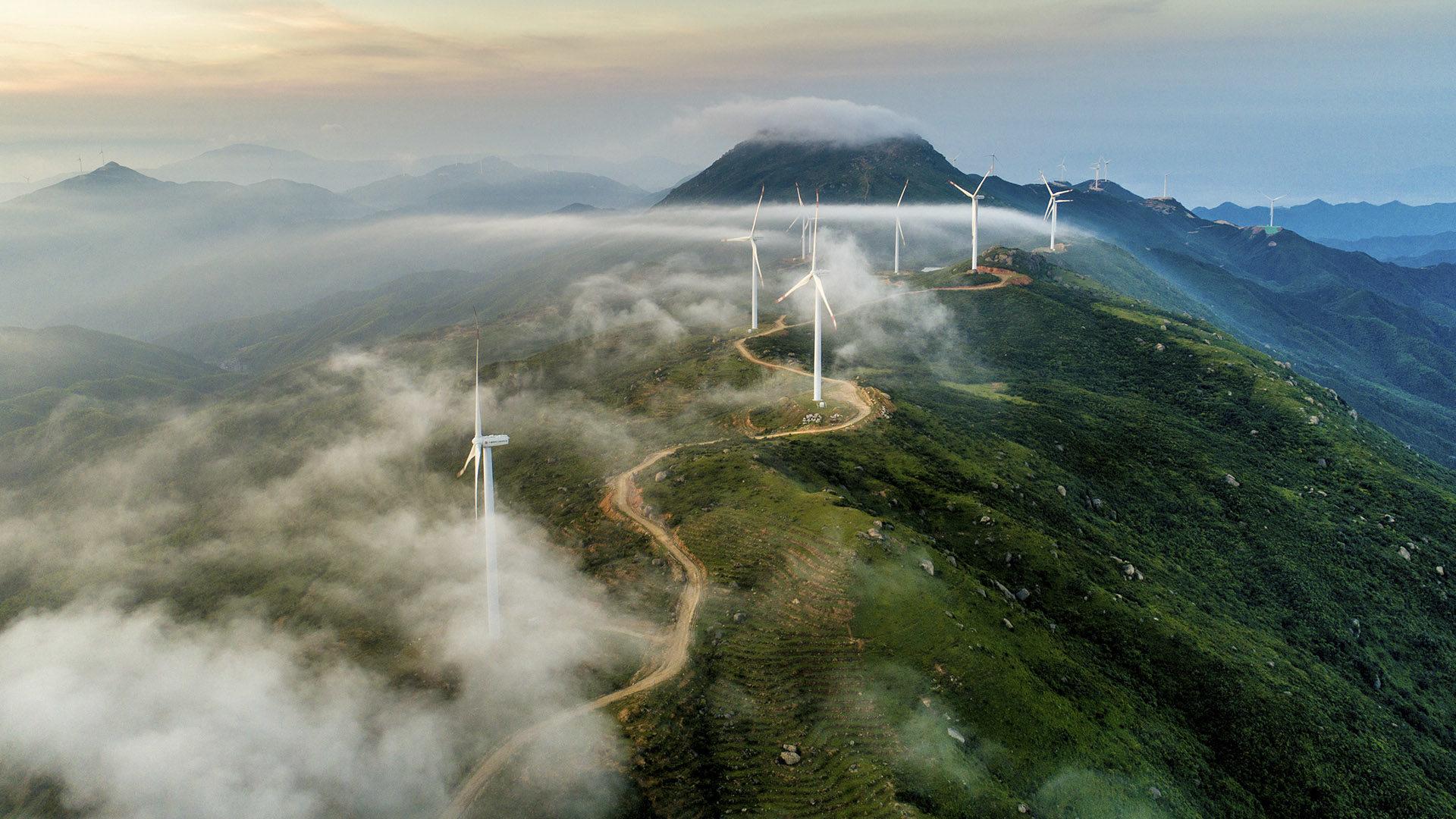 Fotografía de Sostenibilidad, verde, aerogeneradores, energías, sostenible, montañas, paisaje