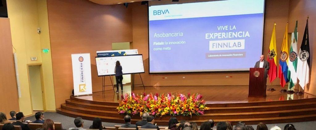 Mauricio Flores en la presentación del programa de responsabilidad corporativa
