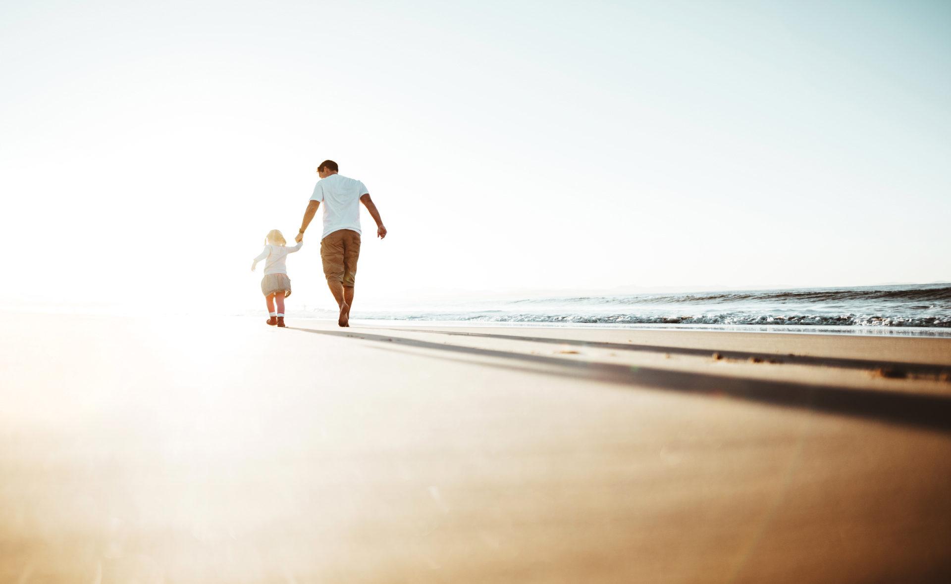 préstamo-personal-sostenible-padre-hijo-familia-mar