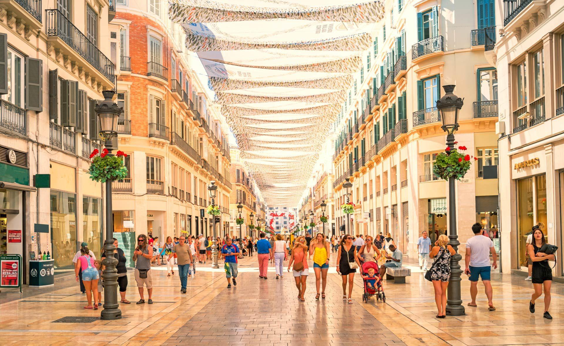 andalucia-situación-economía-calle-larios-málaga