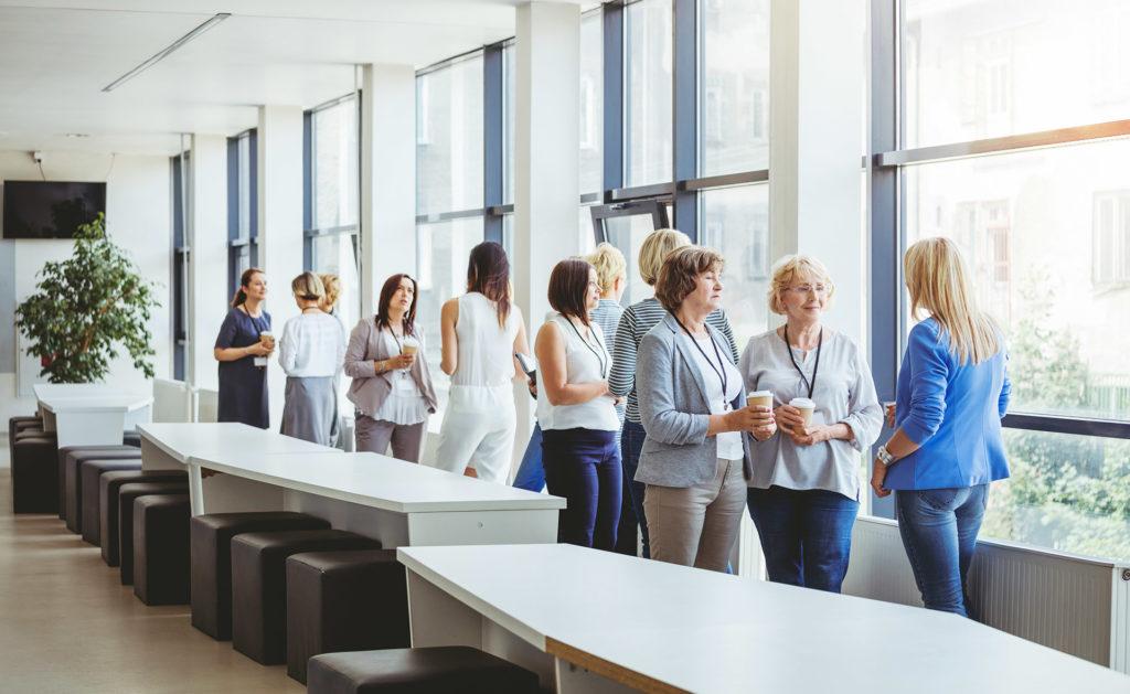 networking-networking-empleadas-mujeres-brecha-género