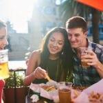 jovenes-bar-cerveza