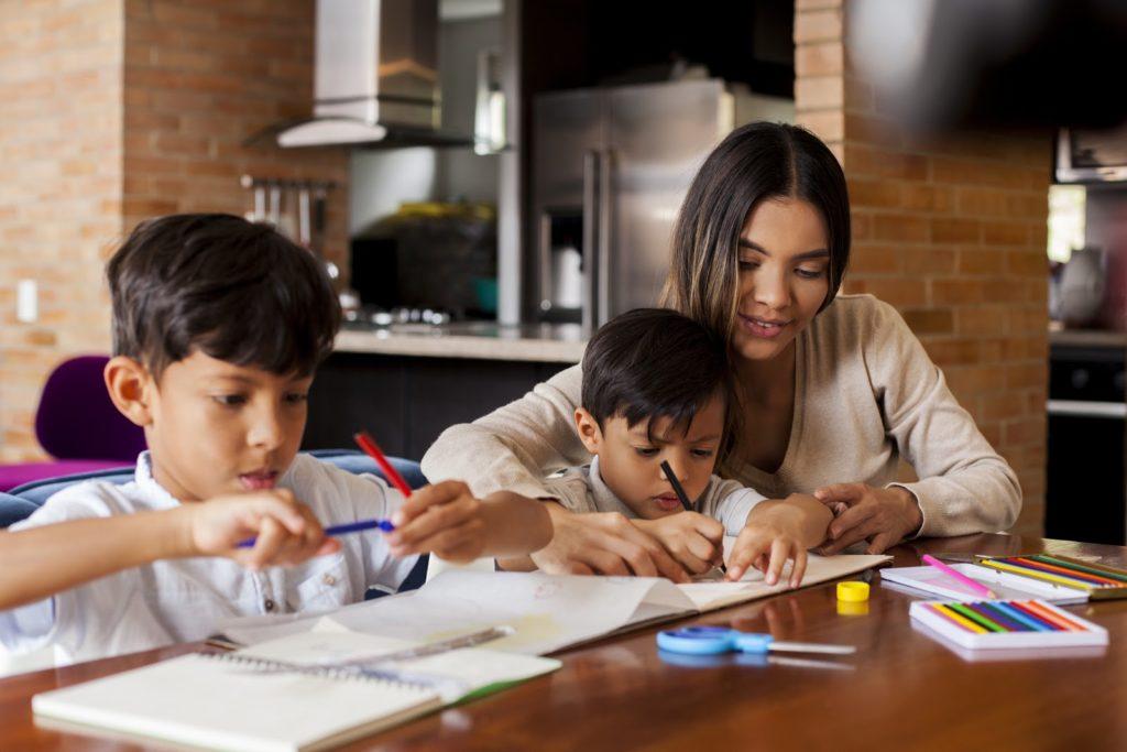 Día Internacional de la Educación ¿Cómo garantizar desde ahora la educación de los hijos?