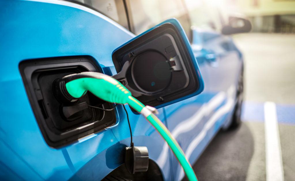 coche-electrico-circulación-transporte