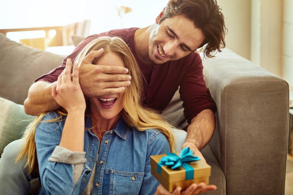 Cuatro consejos para regalar en San Valentín sin gastar de más