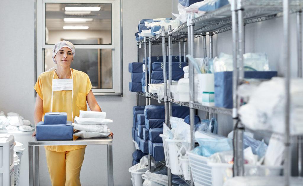 Fotografia de Sanitaria en un hospital con material sanitario BBVA