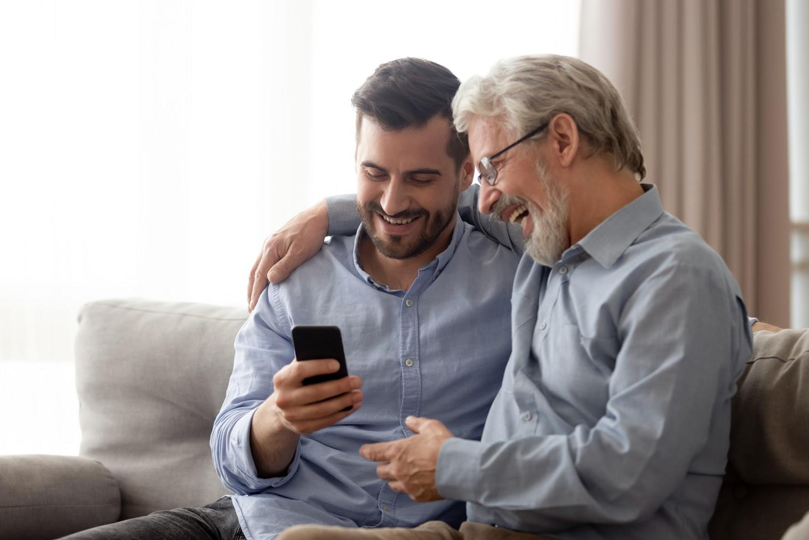 Tres herramientas financieras que se le pueden regalar a papá