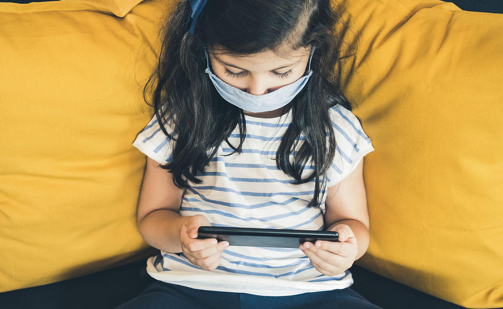 BBVA-Educacion-Venezuela-niña-ipad-tecnología-ayuda-social-