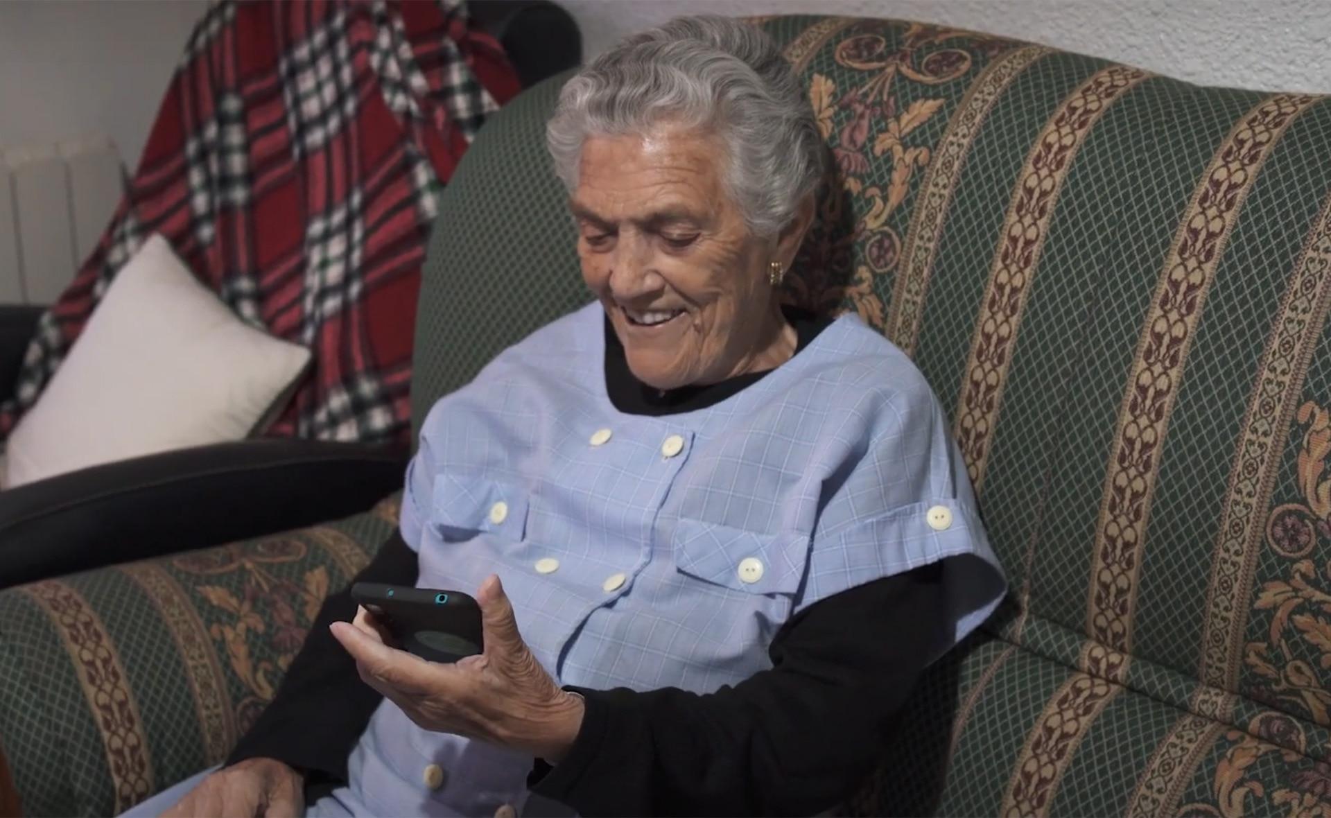 BBVA-Poscast-deep-talks-maximiliana-movil-abuelos-brecha-digital-invento-app