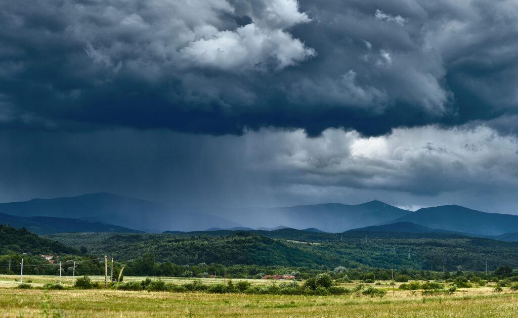 ciclo-agua-naturaleza-recurso-bbva-sostenible-nubes-clima-tiempo-cambio-climático-lluvia