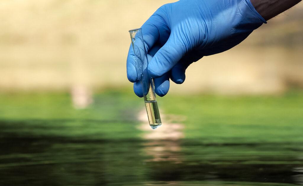 ciclo-agua-investigación-recogida-muestras-sostenible-recurso-bbva