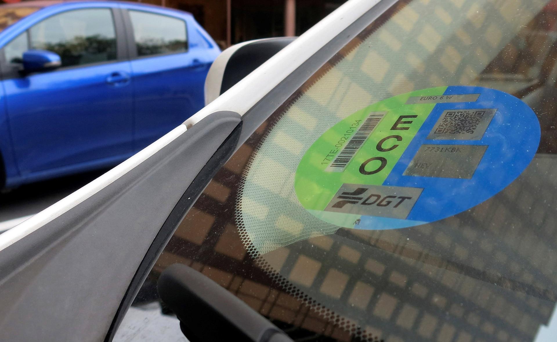 BBVA-nueva-etiqueta-coches-electricos-apertura-sostenibilidad-transporte-movilidad-desplazamiento-