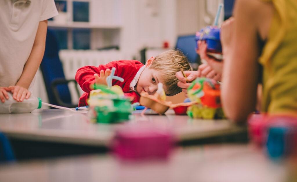 BBVA-reciclaje-ninos-aprendizaje-libros-contaminación-apertura