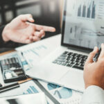 atom_bank-innovacion-digital-ampliacion-capital-ordenador-trabajo-portatil-empleo-