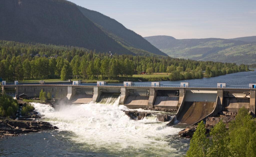 noruega_fiordos-embalse-presa-agua-río-naturaleza-sostenible-medioambiente