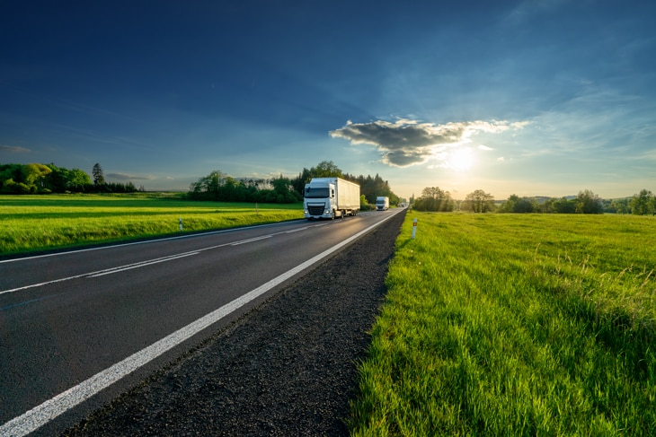 BBVA-backhaul-interior-proceso-mercancia-carga-remolque-carretera-camiones