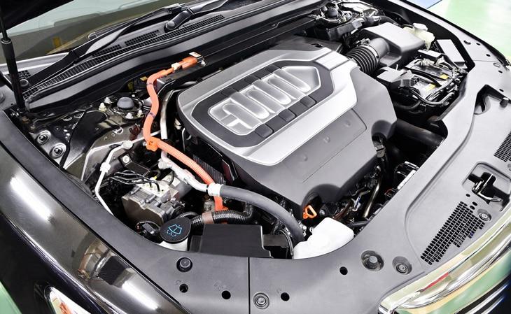 BBVA-coche-hibrido-motor-sostenible-automovil