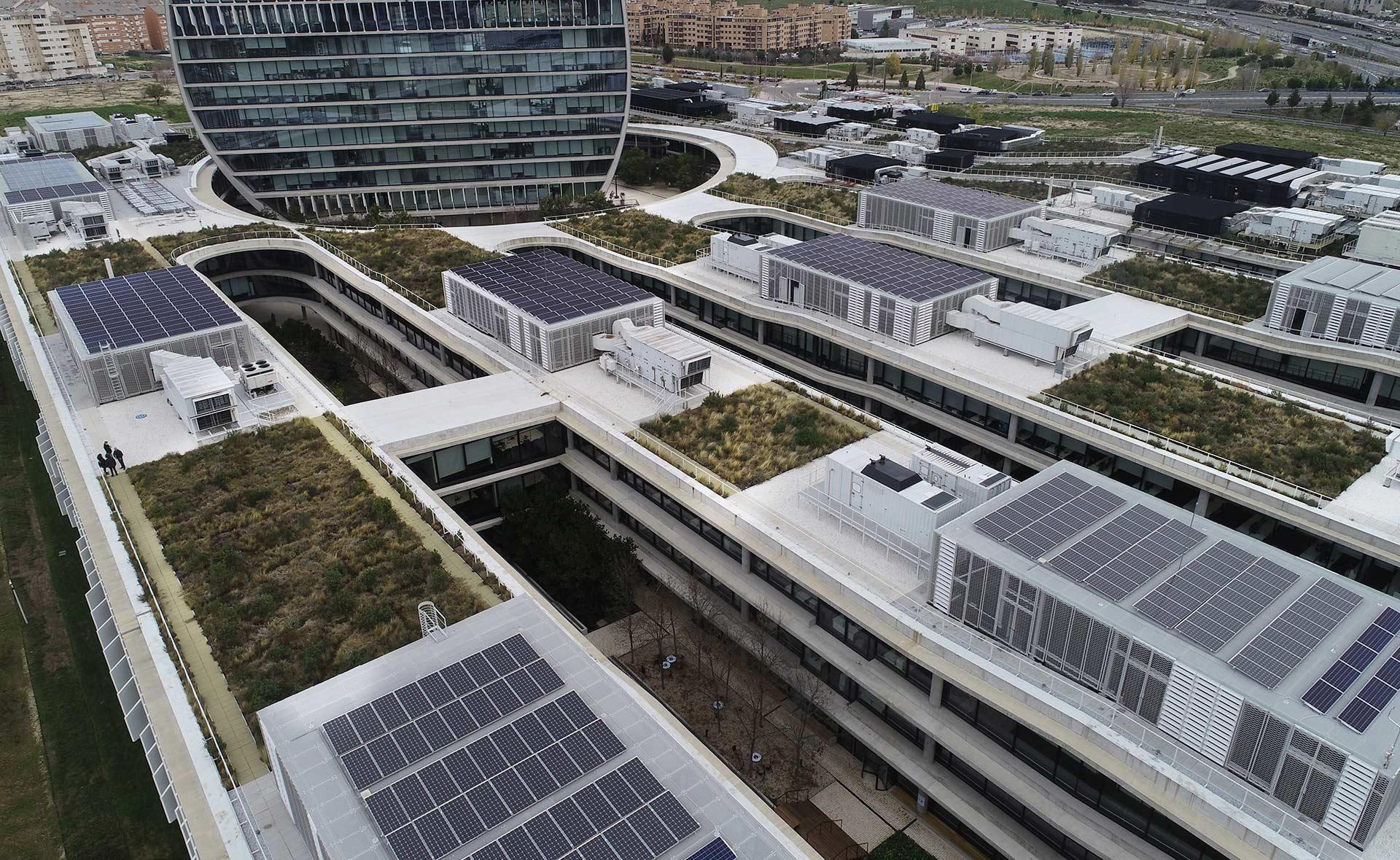 BBVA-paneles-solares-apertura-vela-ciudad-bbva-vista-aerea-banco-sostenibilidad