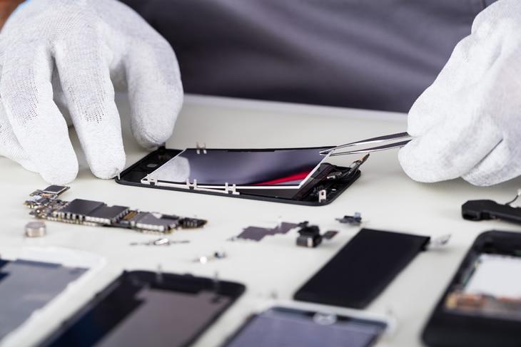 BBVA-residuos-electronicos-int-2-piezas-digitales-basura-ipad-iphone-estructuras-reciclaje-digital