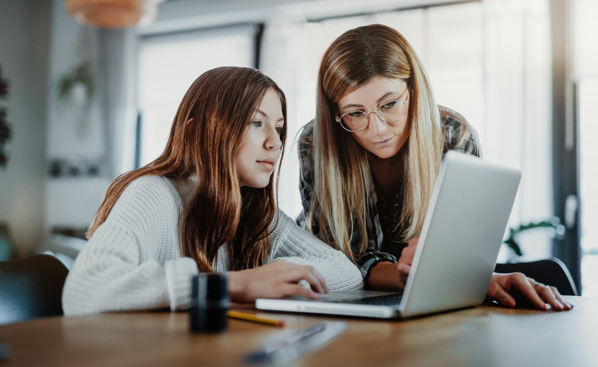 Taller-Educación-Conectada_apertura-jovenes-digitalizacion-innovacion-escuelas