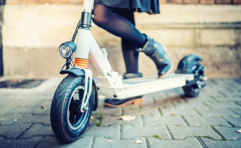 bicicletas_electricas_estilo-vida-transporte-movilidad-sostenible-patinete