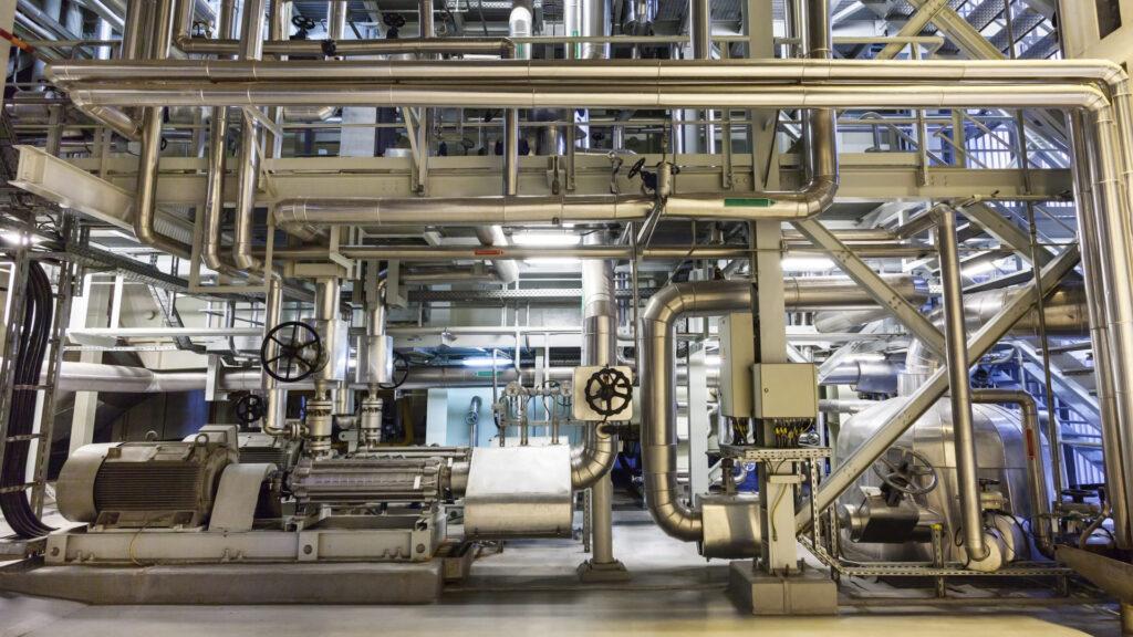cogeneracion-motores-interior-industria-energia-chimeneas-industriales-sostenibles