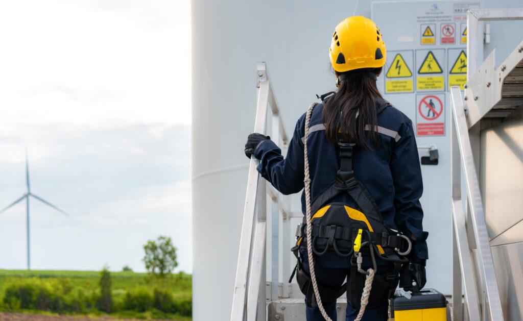 energía_eolica_interior2-trabajo-empleo-fuentes-luz-tendido-electrico