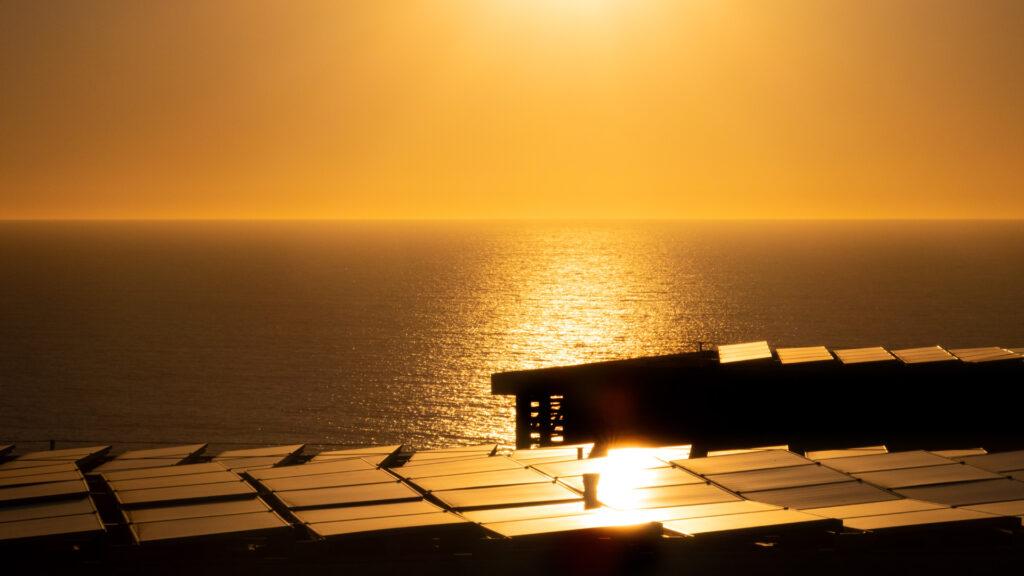 energia_fotovoltaica-sol-luz-paneles-sostenibles-solares-canales-hub