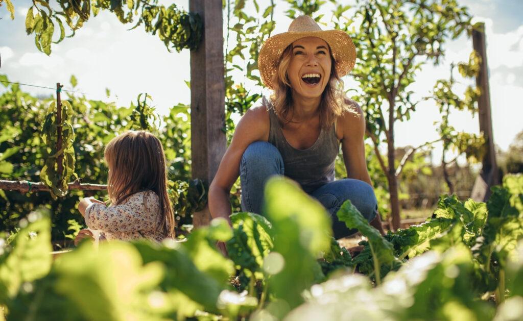 que_es_sostenibilidad-mujer-naturaleza-desarrollo-natural-alimentos-cuidado-medioambiente