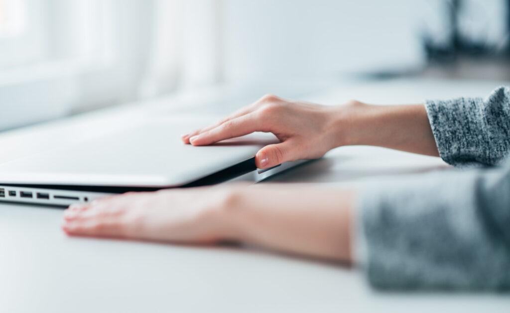 teletrabajo_apagar_ordenador_sostenibilidad_bbva