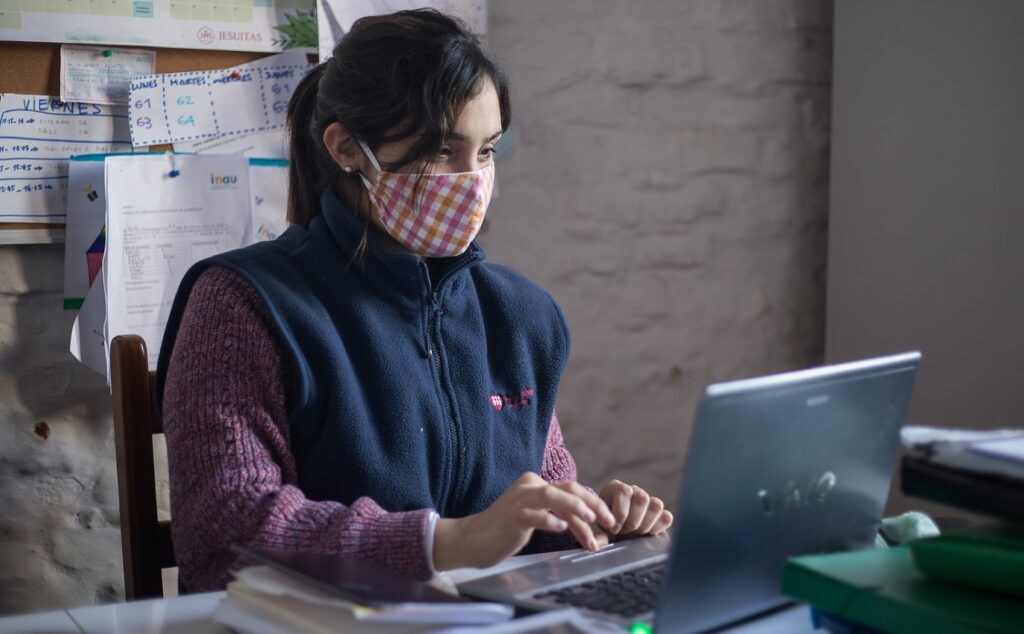 voluntarios-BBVA-ciberseguridad-ONGD-Entreculturas
