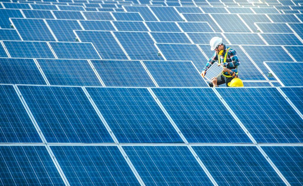 BBVA-paneles-solares-SOSTENIBILIDAD-luz-energia-solar-ahorro