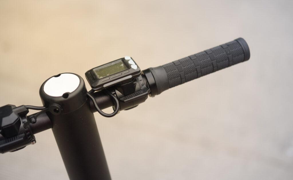 bicicleta_ELECTRICA_ACELERADOR-INTERIOR-movilidad-transporte