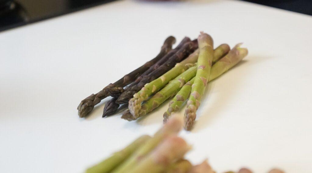 esparragos-verde-morados-gastronomia-sostenible-bbva-celler-roca-sostenibilidad