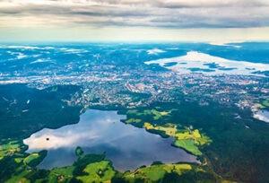 noruega-paisaje-sostenibilidad-lagos-agua-mares-rios-naturaleza-vegetacion-pais-renovable-energia