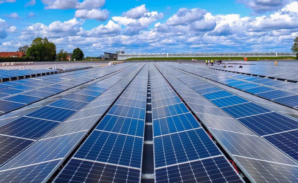 placas_solares-ventajas-energia-sol-sostenibilidad-casas-hogares-eficiencia-energetica