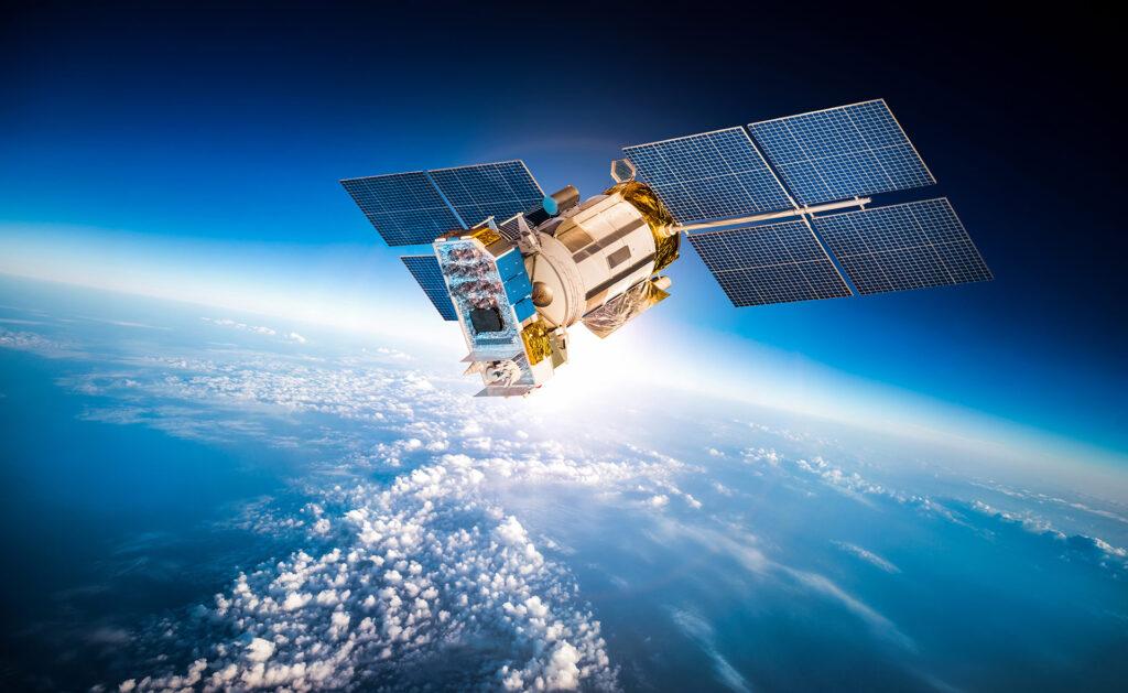 BBVA-satelites-espacio-constelaciones-tierra-satelite-nasa