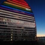 La Vela de BBVA iluminada por el Orgullo 2021