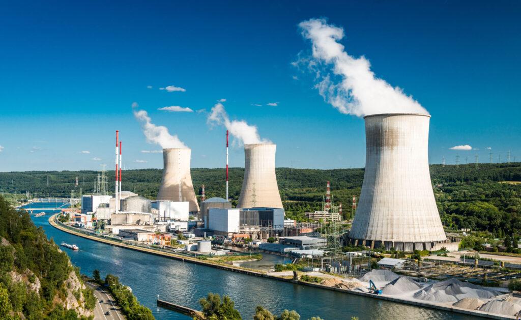 energía_nuclear-planta-residuos-gases-contaminacion-sostenibilidad-