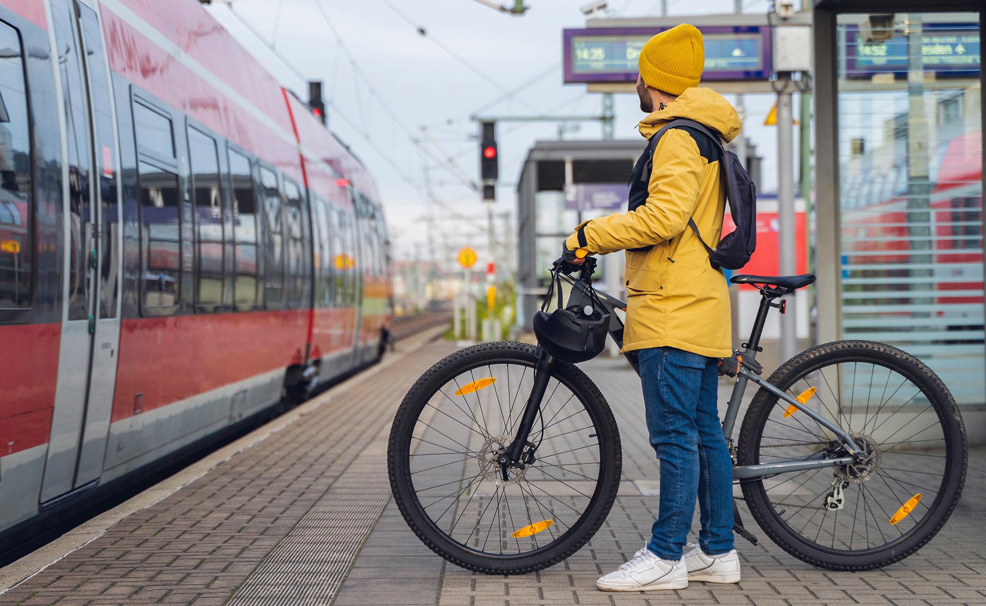 BBVA-alstom-entidad-apoyo-transporte-francés-primera-línea-avales-sostenibles-verde
