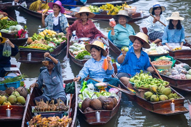 BBVA-turismo-sostenible-Turistas-visitas-bote-Ratchaburi-Tailandia