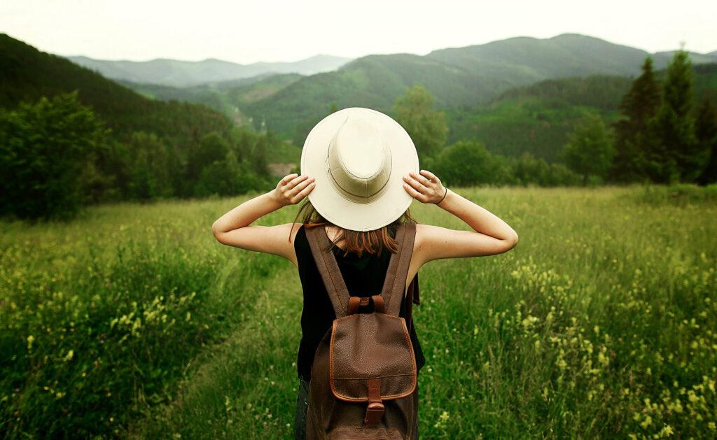 BBVA-turismo-sostenible-campo-mujer-libertad-naturaleza-cuidado-medioambiente-proteccion-planeta