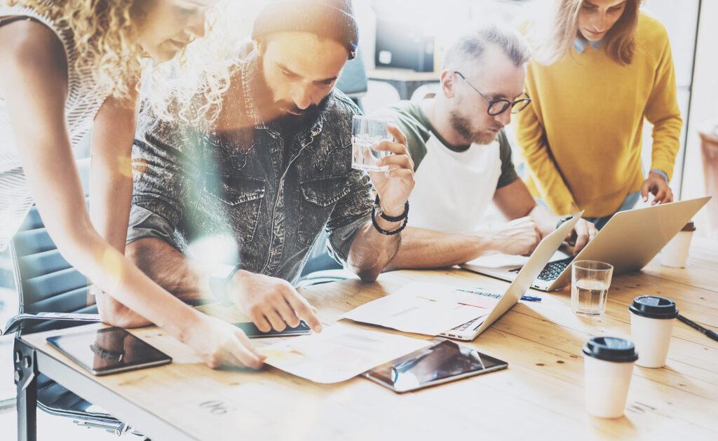 innovación_empresarial-equipo-trabajo-emprea-pyme-empleo-colaboracion-unidad-empleados