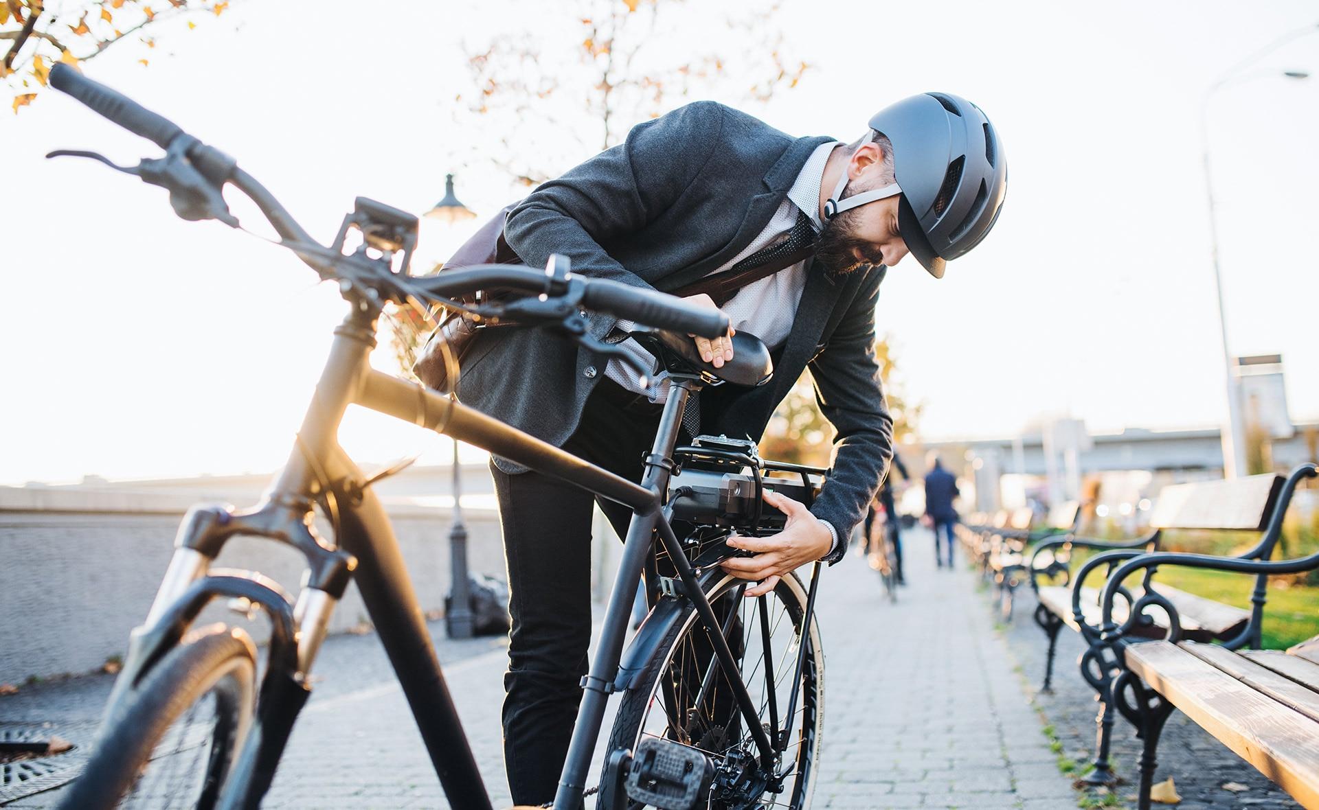 BBVA-podcast-futuro-sostenible-bici-convencial-electrica