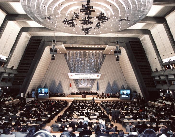 BBVA-mercado-voluntario-carbono-Vista general de la sesión de apertura de la Cumbre sobre Cambio Climático en Kyoto (Japón), 1977.