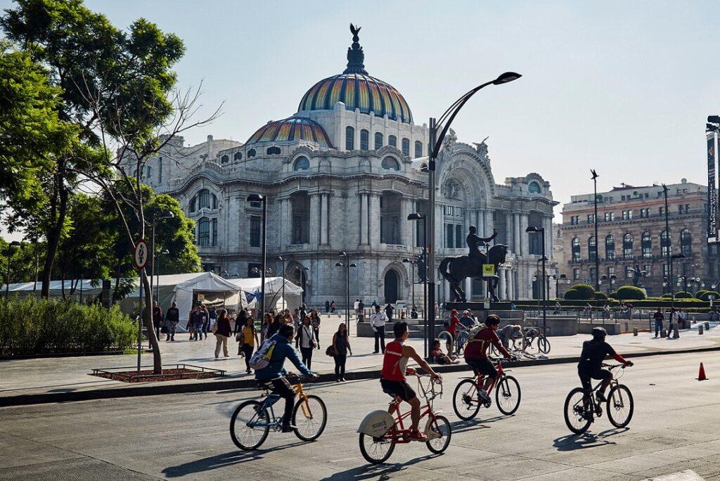 CDMX-bellas-artes-bicis.